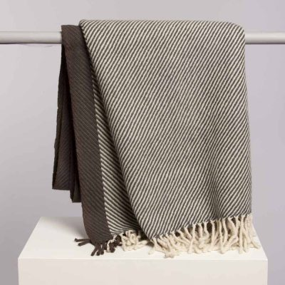 linum-throw-hayworth-grey-1